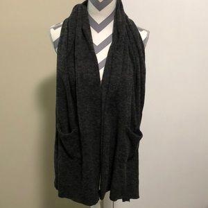 Scarf With pockets Gray tweed EUC